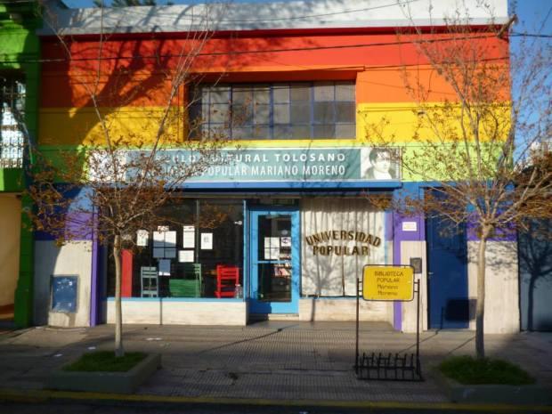 Fachada de la Biblioteca Popular Mariano Moreno.
