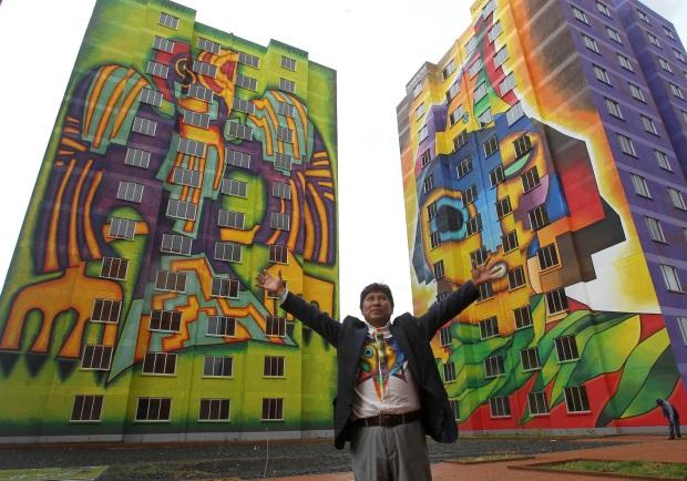 El artista boliviano, Roberto Mamani Mamani.